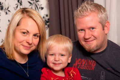 Dylan, il bimbo risvegliato dal coma, insieme ai suoi genitori