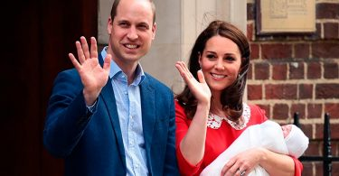 William e Kate con il terzo Royal Baby appena venuto al mondo.