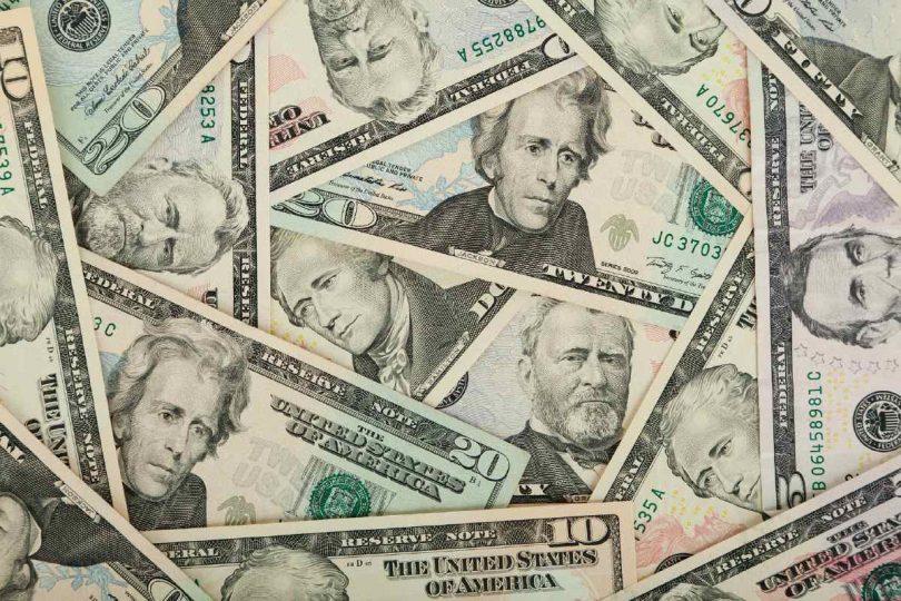 cameriera-riceve-tremila-dollari-di-mancia-con-la-preghiera-di-fare-qualcosa-di-buono