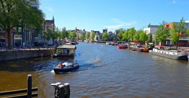 amsterdam-migliaia-di-oggetti-ritrovati-sul-letto-del-fiume-amstel