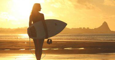 surf-therapy-riduce-stress-ansia-e-rende-piu-felici