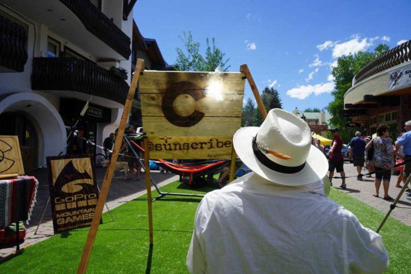 michael papadakis: l'artista che dipinge con la luce del sole