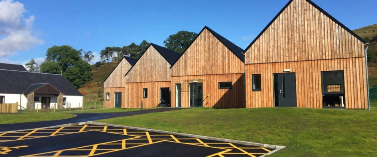 Highlands: piccola comunità si costruisce la scuola