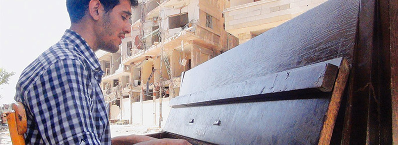 La musica di Aeham Ahmad contro la guerra in Siria