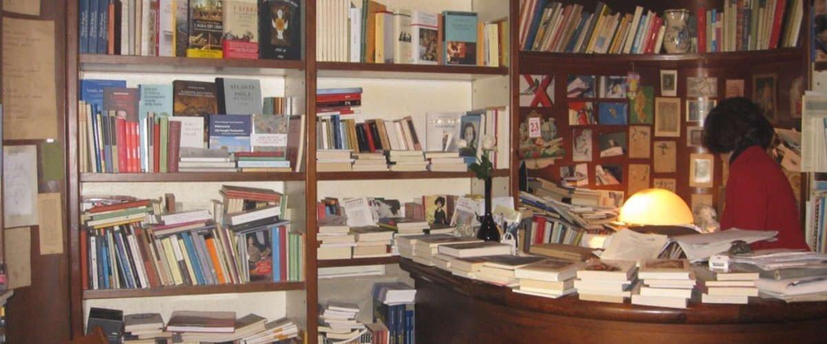 La Libreria Barium regala un libro per un'ora al giorno senza cellulare