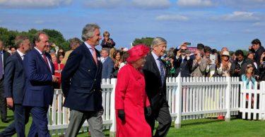 La Regina Elisabetta dice addio alle pellicce vere
